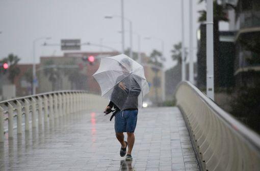 Heftiger Taifun nimmt Kurs auf Japan