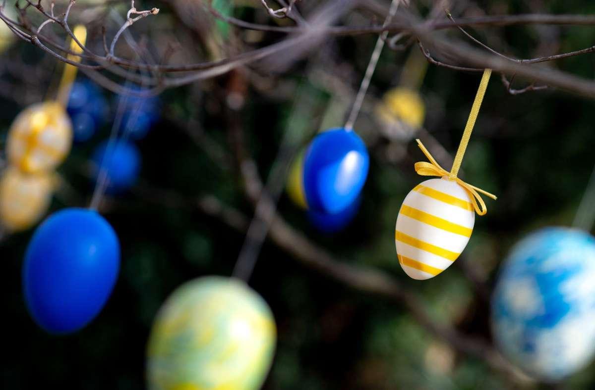 Manchem könnte der Wust an Regeln für Ostern bunter erscheinen als die Ostereier. (Symbolbild) Foto: dpa/Hauke-Christian Dittrich