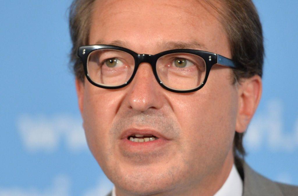 Alexander Dobrindt (CSU), der Verkehrsminister, sprach vor Bürgern in Würzburg. Foto: dpa
