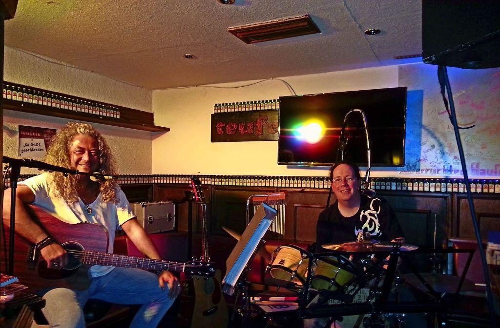 Bei der Party-Nacht gibt es auch Live-Musik mit Michel and friends... Foto: privat