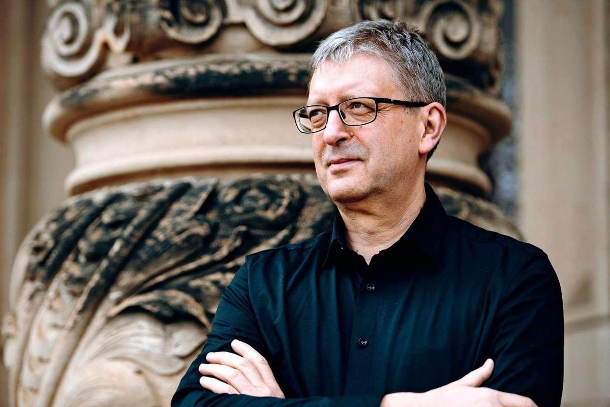 """Hans-Christoph Rademann leitet das """"Nachtprogramm"""" der Gaechinger Cantorey und der Stuttgarter Philharmoniker. Foto: Martin Förster"""