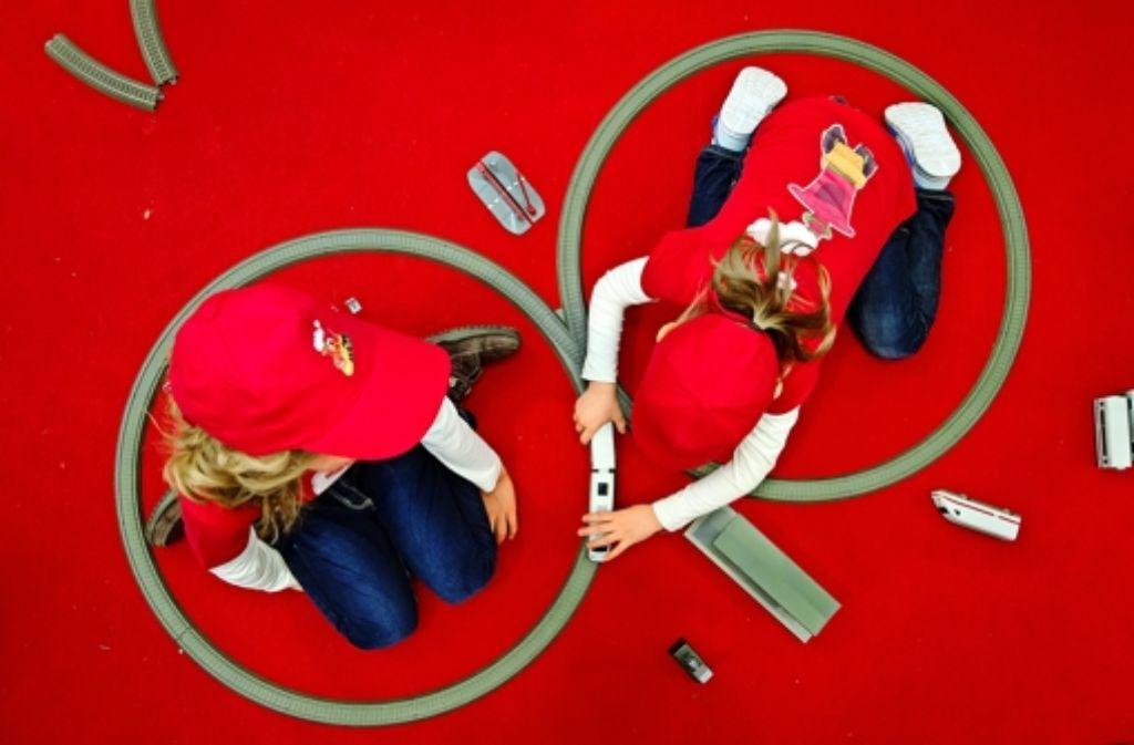 Märklin breitet den roten Teppich aus. Das Göppinger Unternehmen   will Kinder mit Einsteigermodellen in die Welt der Spielzeugeisenbahnen locken. Foto: Getty Images Europe