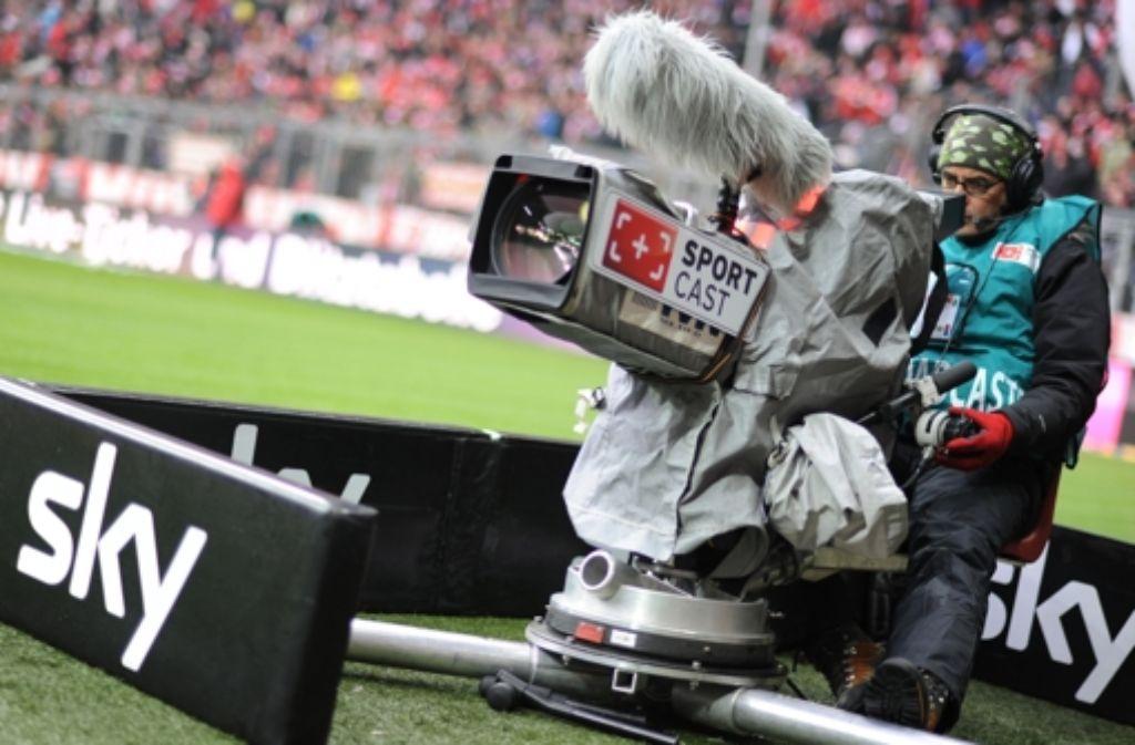 Zurzeit hat der Bezahlsender Sky die Übertragungsrechte für die Fußball-Bundesliga. Foto: dpa