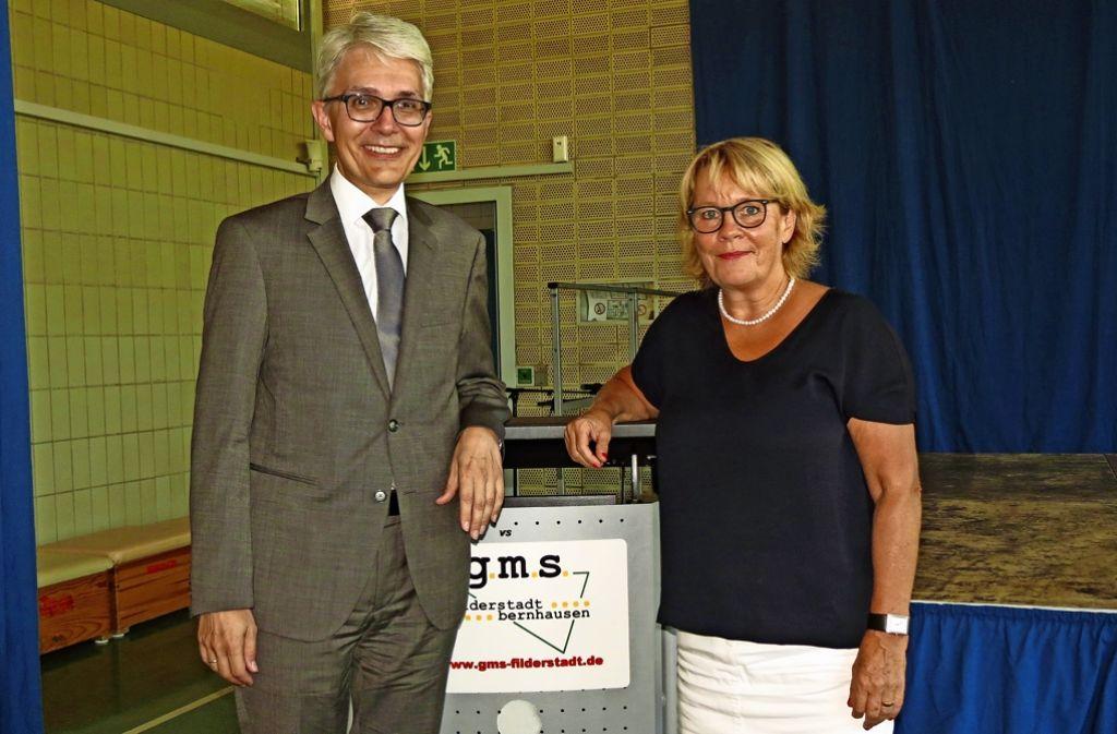 Bürgermeister Andreas Koch hat die neue Rektorin Sabine Nafe willkommen geheißen. Foto: Häusser