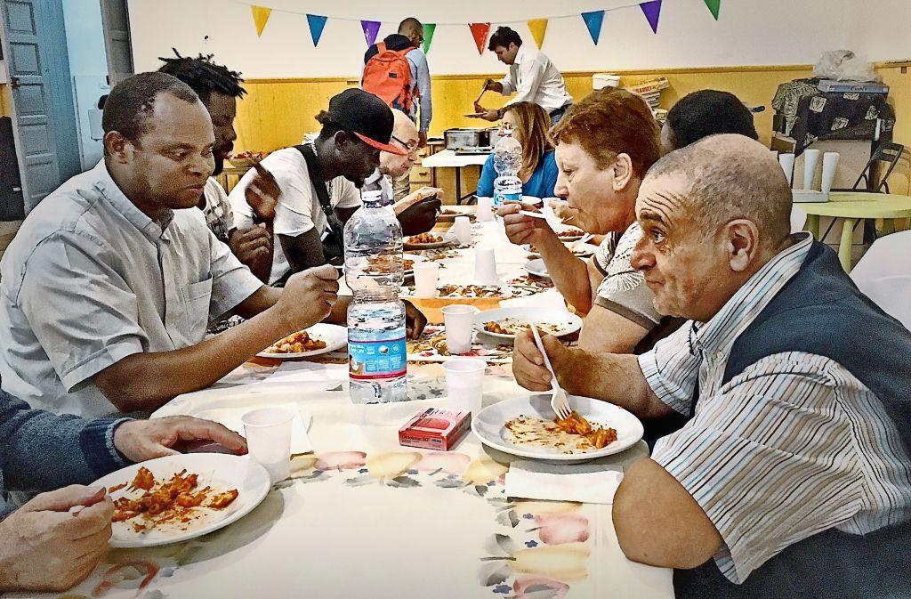 """Immer am Freitag: die """"Communità die Sant' Egidio lädt in Catania zum Mittagessen ein. Gekocht wird von Flüchtlingen für die Armen und Alten in der Stadt. Foto: Krohn"""