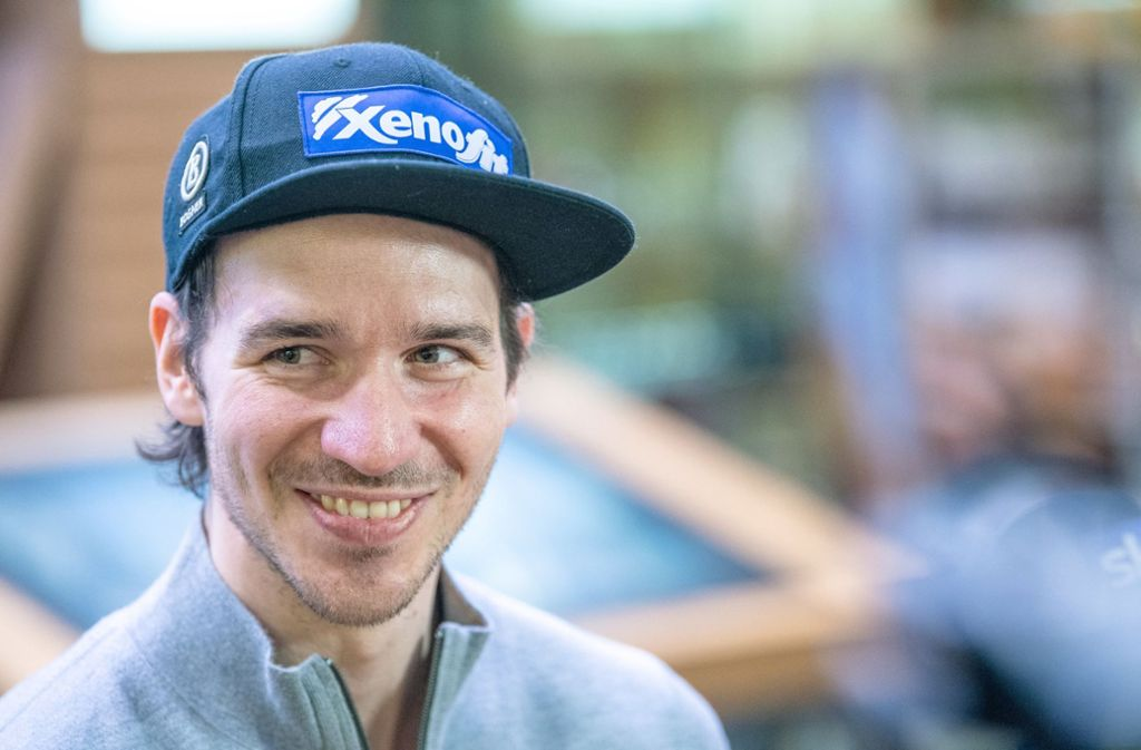 Felix Neureuther freut sich schon auf das Slalomrennen mit Bastian Schweinsteiger. Foto: dpa/Lino Mirgeler