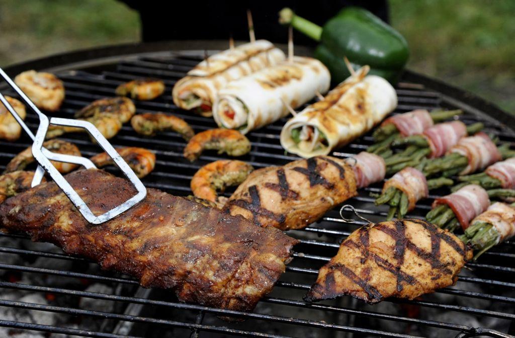 Bei den jährlichen deutschen Grill- und BBQ-Meisterschaften wird ordentlich gebruzzelt! Foto: dpa