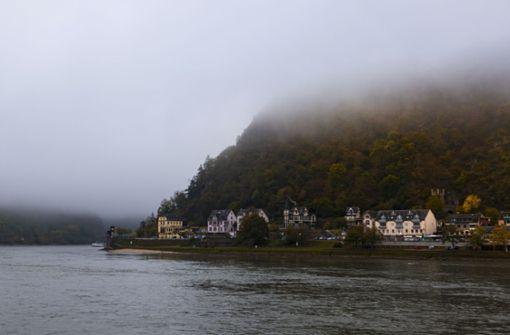 Fahrgastschiff bei dichtem Nebel festgefahren