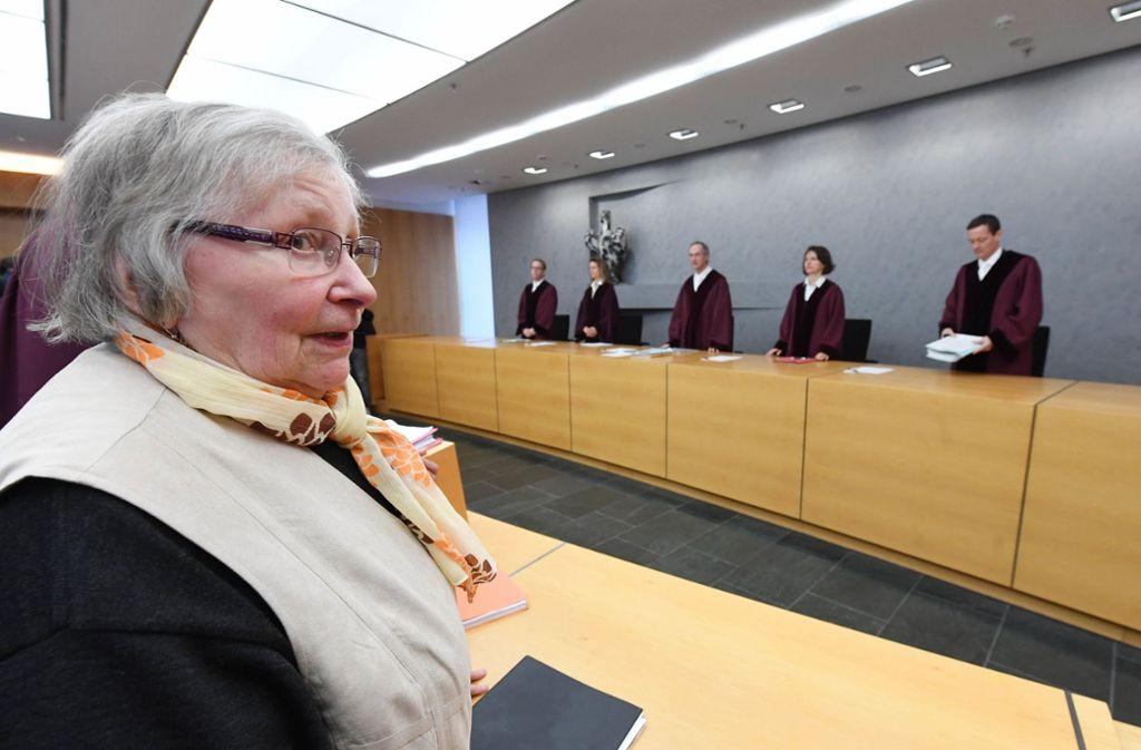 Marlies Krämer vor dem Bundesgerichtshof in Karlsruhe. Foto: dpa