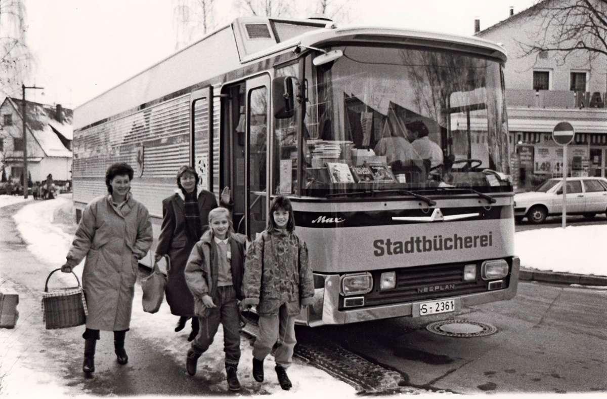 Am 25. Februar 1971 rollte zum ersten Mal der Bücherwagen durch Stuttgart und brachte Lesefutter in die abgelegeneren Stadtteile. Foto: Stadtbibliothek Stuttgart (z)
