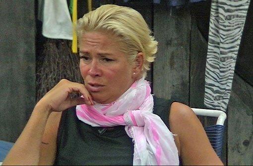 Claudia Effenberg auf halber Treppe