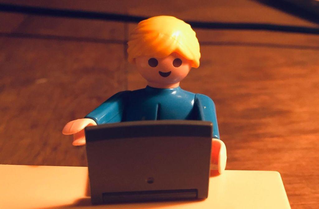Eltern helfen Eltern, das ist die Devise im Internet. Das kann sehr entlastend sein, findet unsere Kolumnistin. Foto: Welzhofer