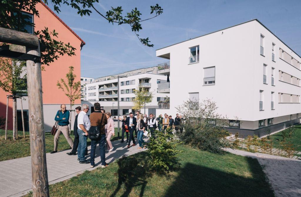 """Exkursion ins Neubaugebiet """"Feuerbacher Balkon"""". Foto: Lichtgut/Verena Ecker"""
