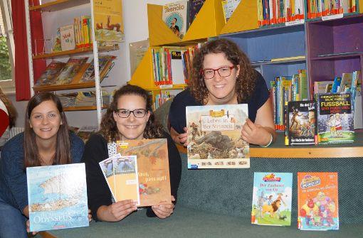 Kinder lernen die Welt der Bücher kennen