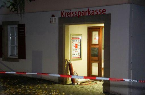 Gasexplosion herbeigeführt – Duo sprengt Geldautomaten