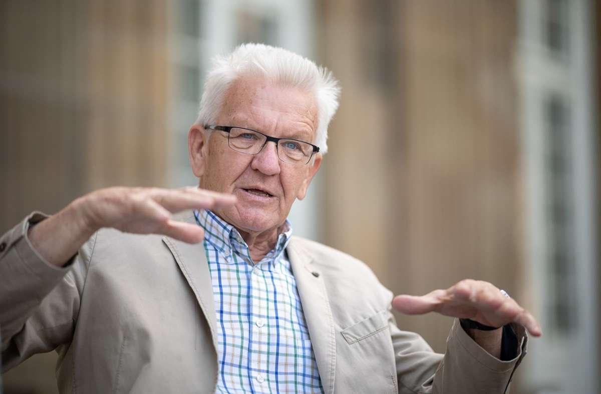 "Winfried Kretschmann findet Urlaub im Ausland als ""nicht angemessen"". Foto: dpa/Sebastian Gollnow"