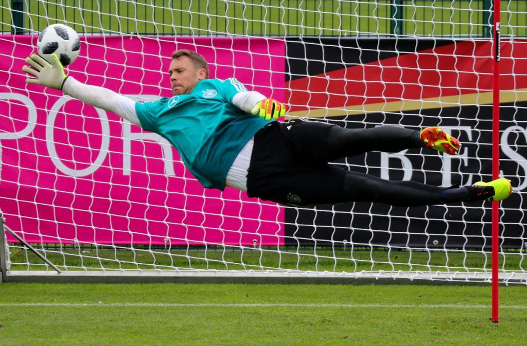 Manuel Neuer fliegt wieder –  und steht an diesem Samstag im Testspiel gegen Österreich im Tor. Foto: dpa