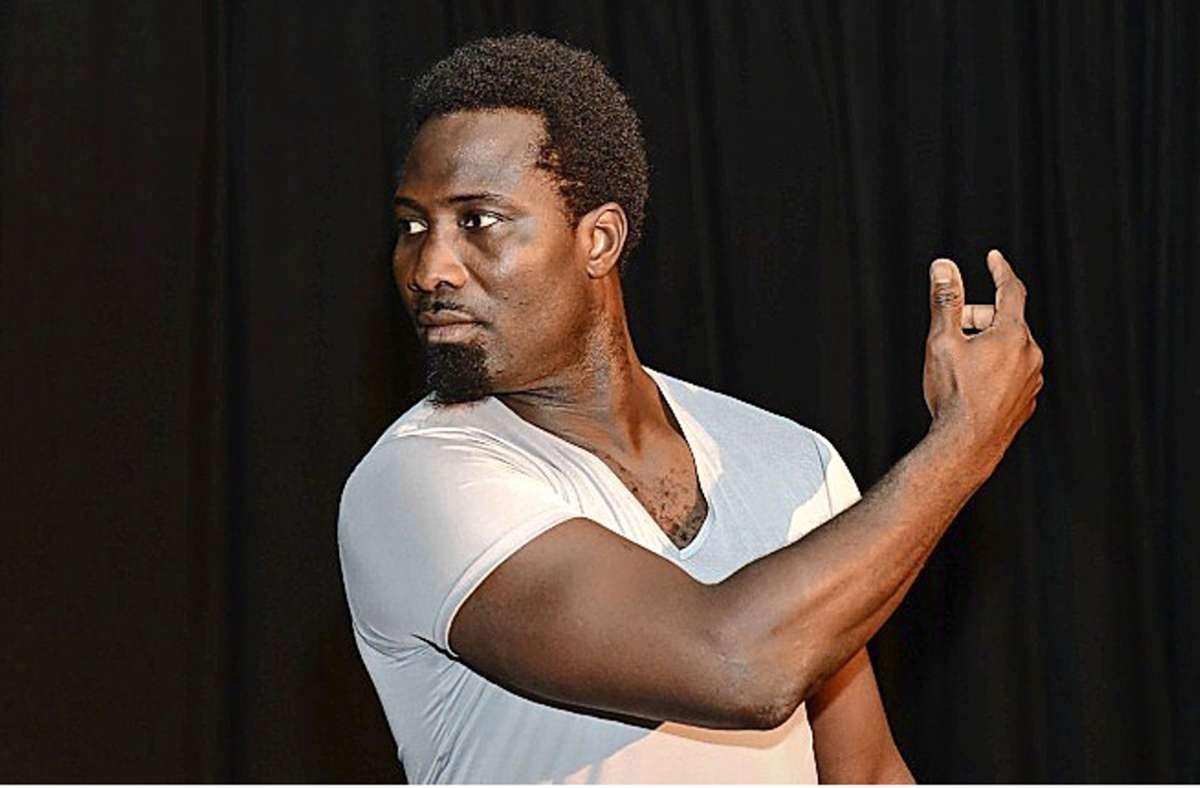 """Der afrikanische Tänzer Yahi Nestor Gahe lebt seit 2009 in Stuttgart. Jetzt zeigt er im Theater tri-bühne das Tanzsolo """"Soliloque dansé."""" Foto: Peter Pöschl /PP"""