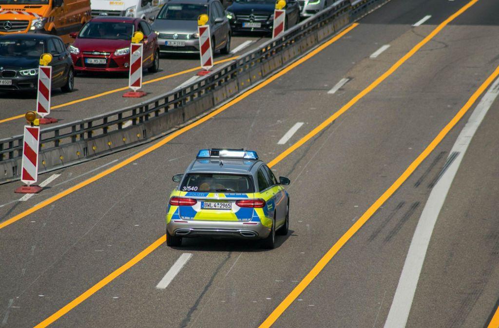 Die provisorische Fahrbahnmarkung auf der A 81 kommt weg. Foto: 7aktuell.de/Nils Reeh