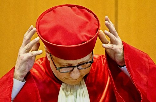 Der Präsident des Bundesverfassungsgerichts, Andreas Voßkuhle, sieht durch eingeschleuste V-Leute diesmal kein Verfahrenshindernis. Foto: dpa