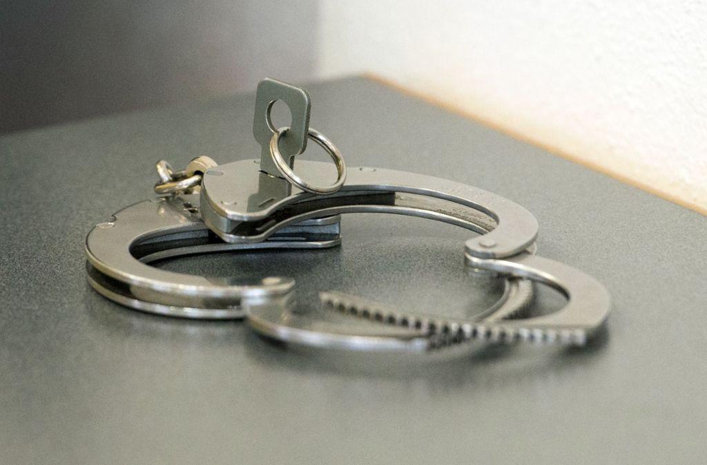 Der Mann wurde zu 14 Jahren Gefängnis verurteilt. (Symbolbild) Foto: dpa/Armin Weigel