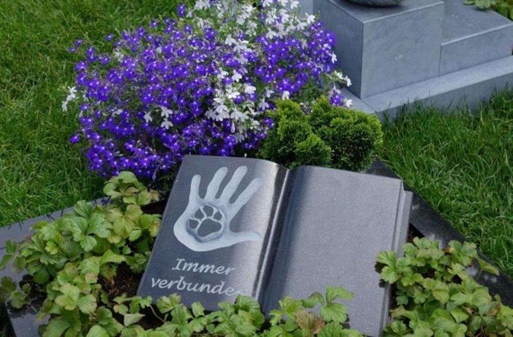 """Mustergrab auf dem Mensch-Tier-Friedhof """"Unser Hafen"""" im rheinland-pfälzischen Braubach bei Koblenz. Foto: Unser Hafen/Presse"""