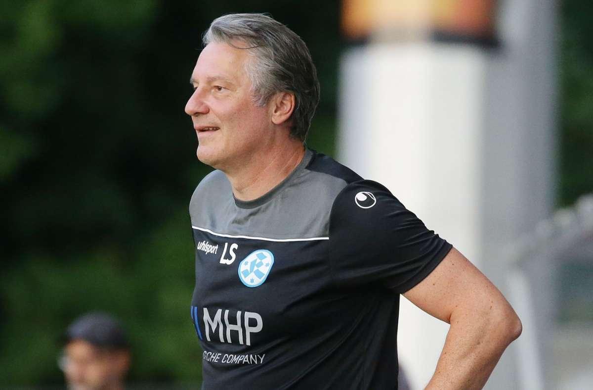 Lutz Siebrecht, der Sportliche Leiter der Stuttgarter Kickers, fühlt sich bei den Blauen wohl: Vieles   spricht für eine Verlängerung des am Saisonende auslaufenden Vertrags. Foto: Baumann