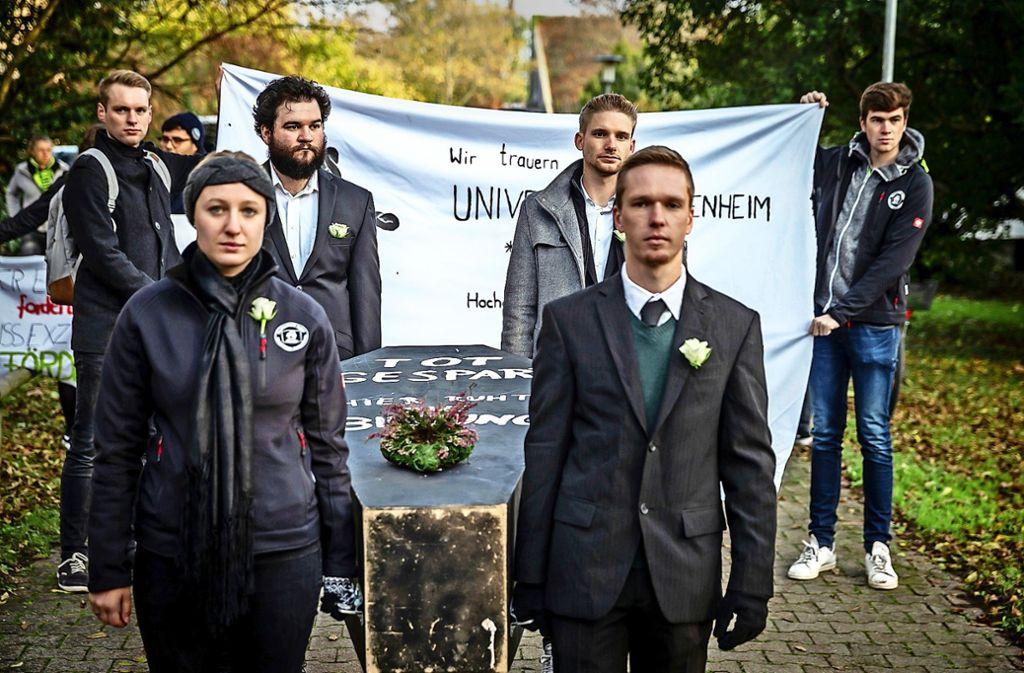 Trauerzug für die Bildung an der Uni Hohenheim Foto: Lichtgut/Julian Rettig