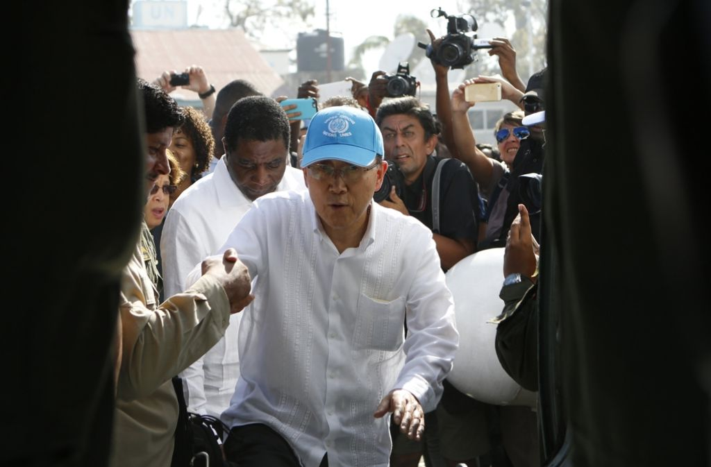 """Ban Ki Moon hat das von Hurrikan """"Matthew"""" zerstörte Haiti besucht. Foto: AP"""