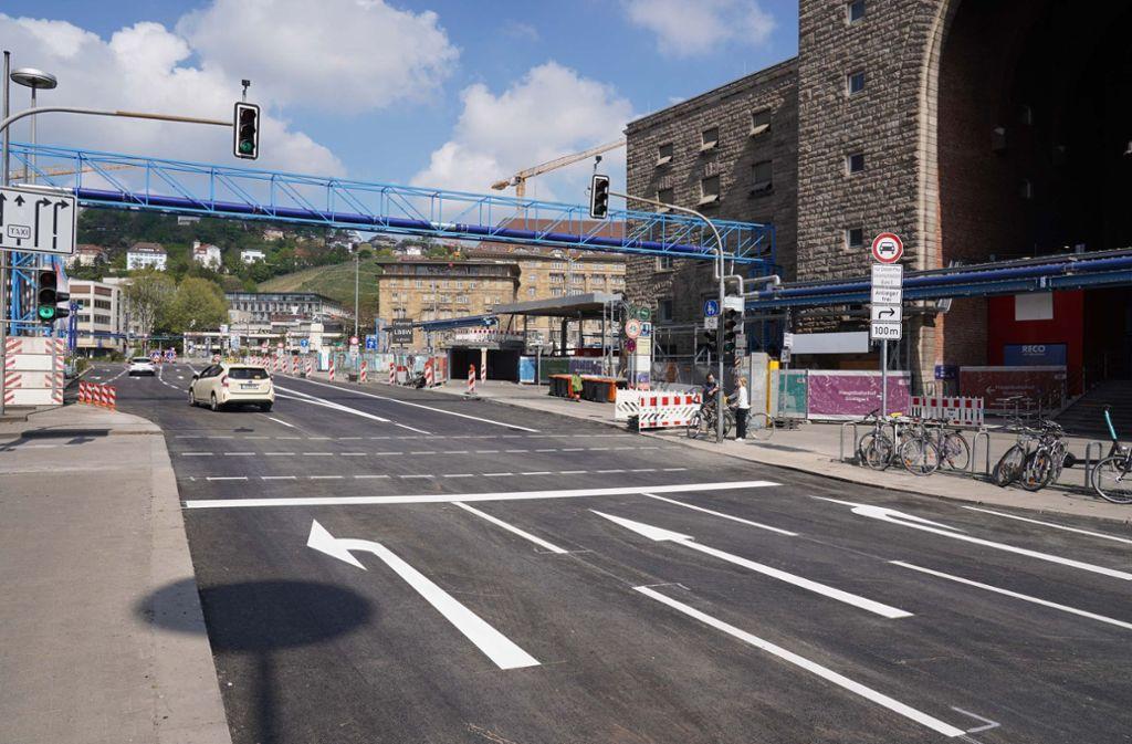 Der Straßenabschnitt vor dem Hauptbahnhof ist saniert. Foto: Andreas Rosar Fotoagentur-Stuttg