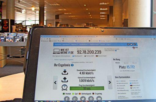 Jugendliche kapern das Internet in der Bibliothek