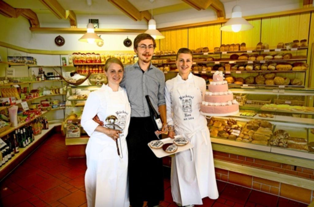 In der sechsten Generation: Priska, Joachim  und Christina Speißer (von links) führen die Bäckerei Rau und die Wirtschaft Beggahaus weiter. Foto: Horst Rudel