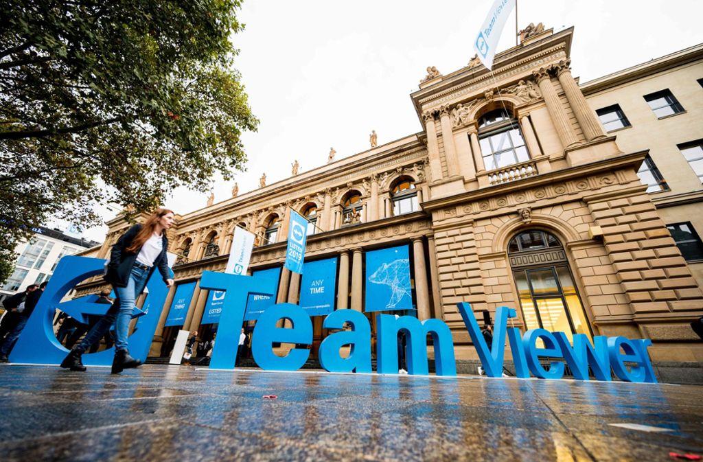 Teamviewer hatte vor der Börse ein großes Logo aufgebaut. Foto: AFP/Andreas Arnold