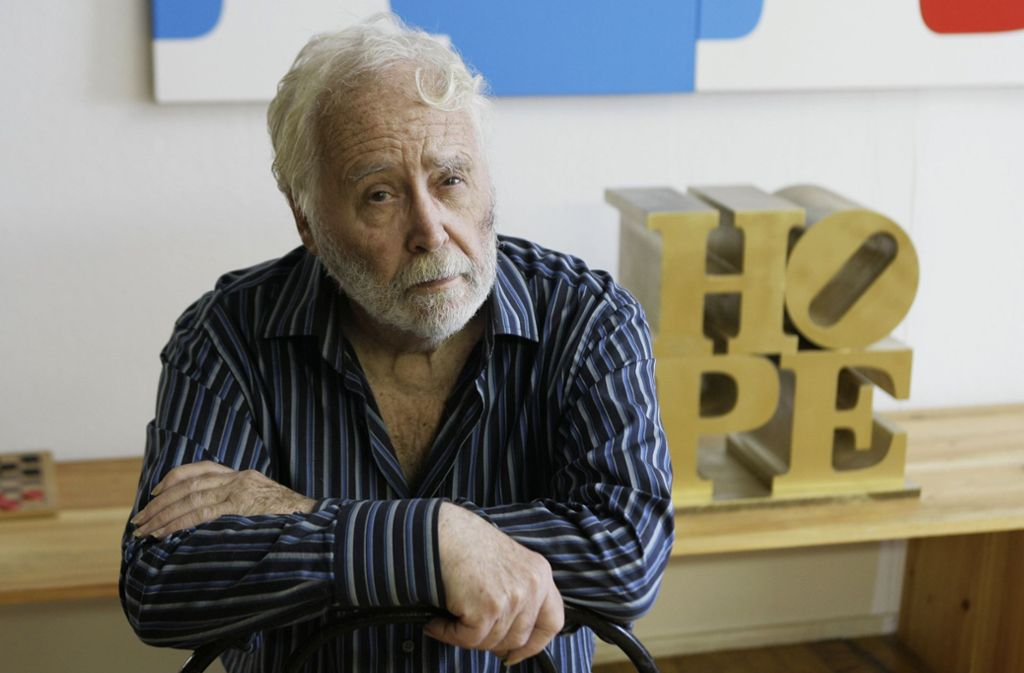 Robert Indiana (1928-2018) wurde unter anderem mit gekippten Buchstaben als Pop-Art-Künstler weltberühmt. Foto: dpa