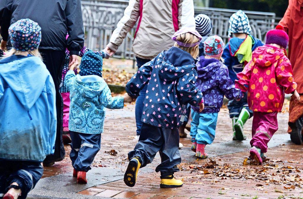 Solche Bilder von vielen Kindern auf engem Raum wird es nicht geben, obwohl die  Kommunen von Montag an eine erweiterte Betreuung  anbieten können. Foto: dpa/Julian Stratenschulte
