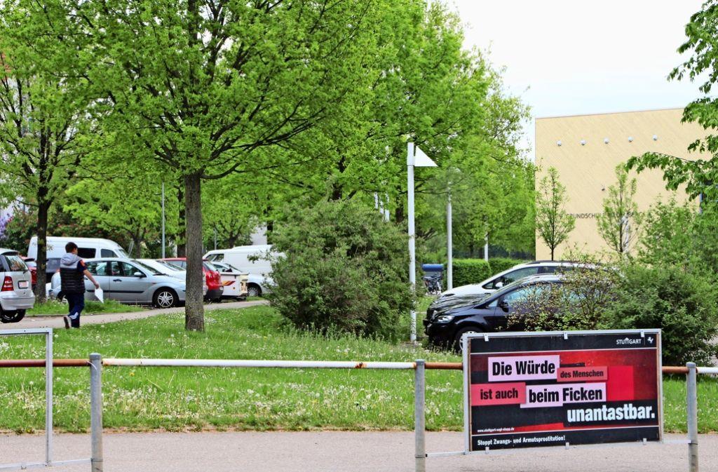 Das Plakat an der Kemnater Straße fällt ins Auge. Das freut nicht jeden. Foto: Eveline Blohmer