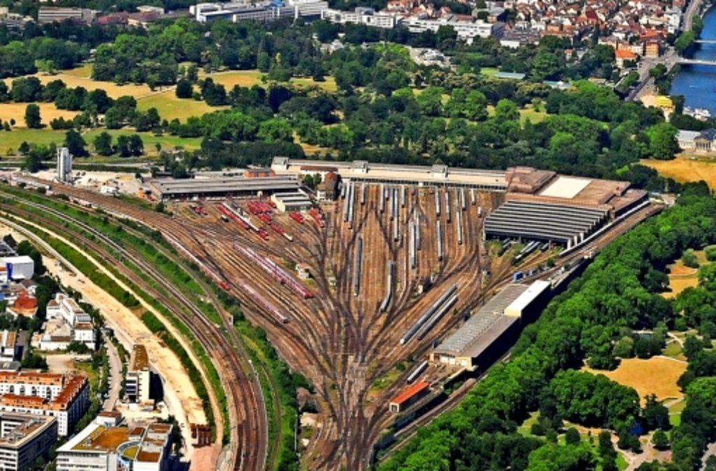 Die Gleisanlagen könnten in etwa zehn Jahren abgebaut werden. Was dann auf dem Gelände passiert, sollen  nicht mehr allein Investoren und Politiker  entscheiden. Foto: Manfred Storck