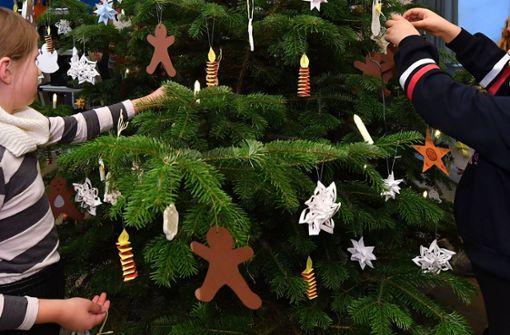 Dieb stiehlt Kindern den Weihnachtsbaum