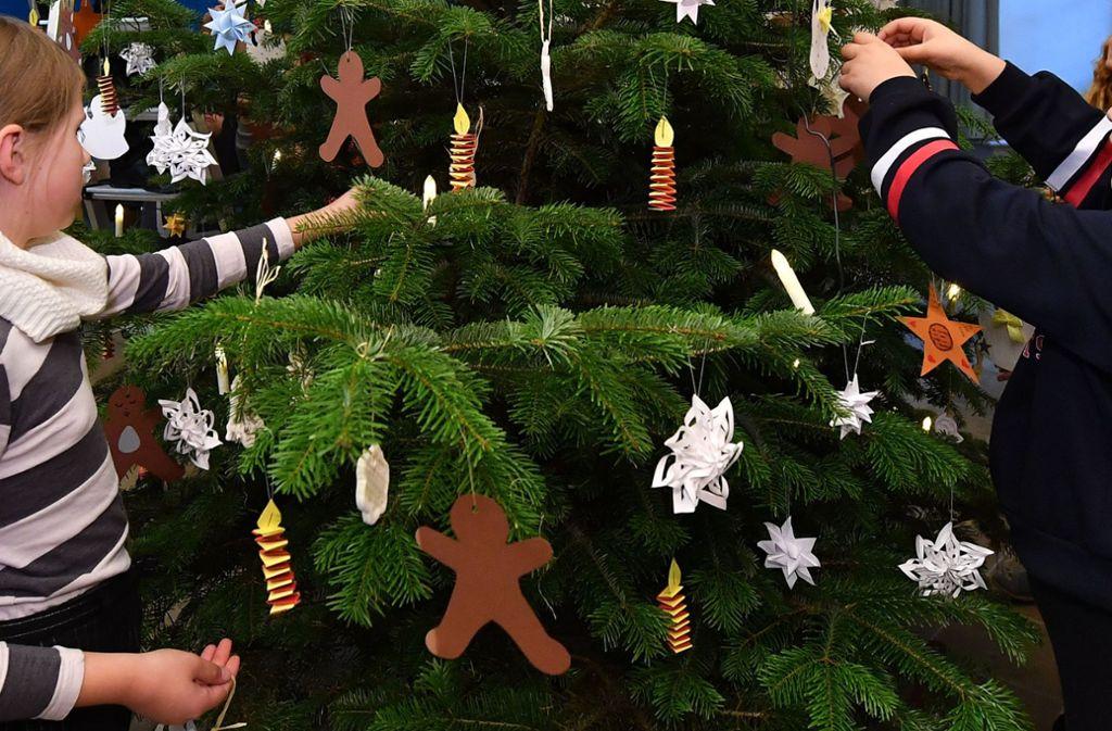 Kindergartenkinder in Plochingen haben sicherlich große Augen gemacht, als plötzlich ihr Baum verschwunden war. Ein Dieb hatte den Weihnachtsbaum gestohlen. Foto: dpa/Martin Schutt