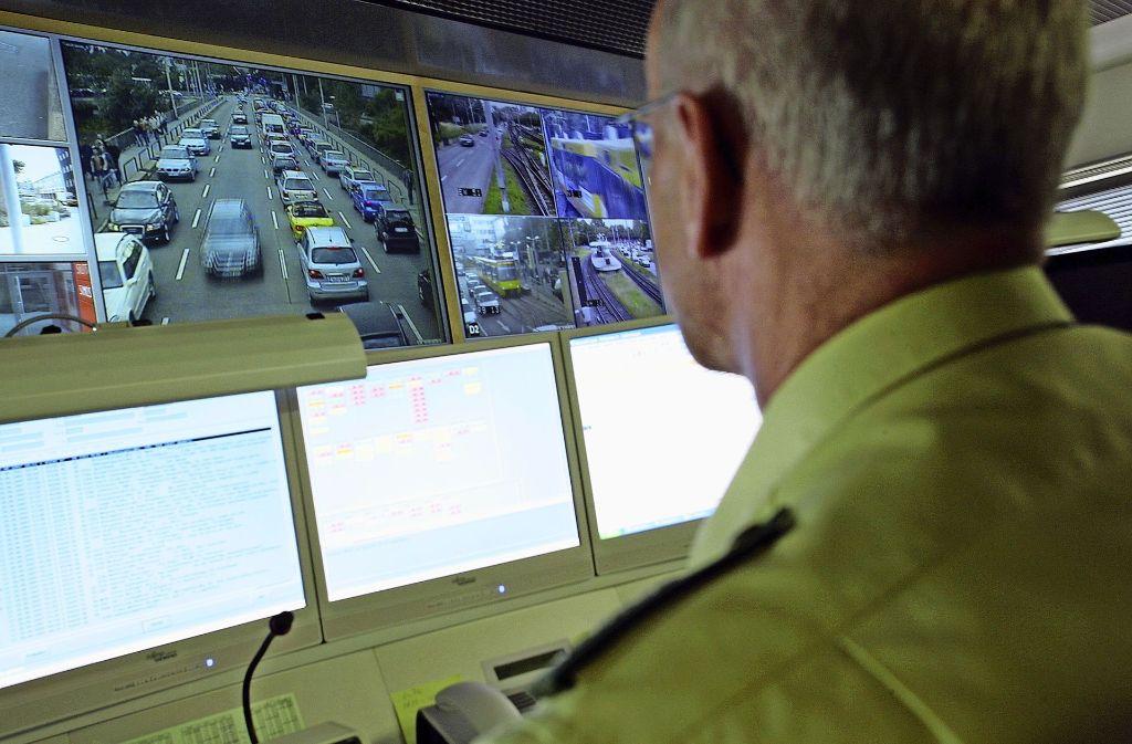 Die Kameras senden alle 90 Sekunden ein Bild an die Mitarbeiter der Integrierten Verkehrsleitzentrale in Bad Cannstatt. Foto: Integrierte Verkehrsleitzentrale