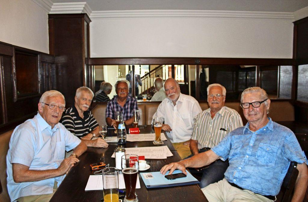 Alte Freunde: Günter Eckert, Martin Reißing, Hans Walk, Wolfram Duppel, Hans-Dietrich Veigel und Rüdiger Nunhardt Foto: Tilman Baur