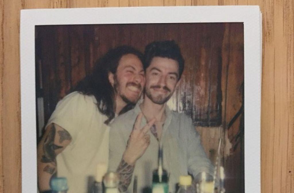 Wir haben Florian Baumgartner (rechts) und Maximilian Lucas Prigl in ihrem neuen Wohnzimmer, dem Weißen Ross, besucht. Foto: privat