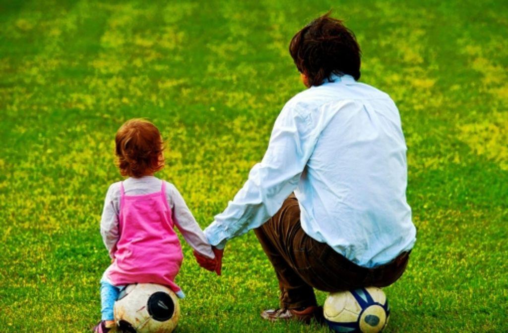 Mehr mit ihren Kindern erleben soll auch für Väter ohne Trauschein normal werden. Foto: dpa