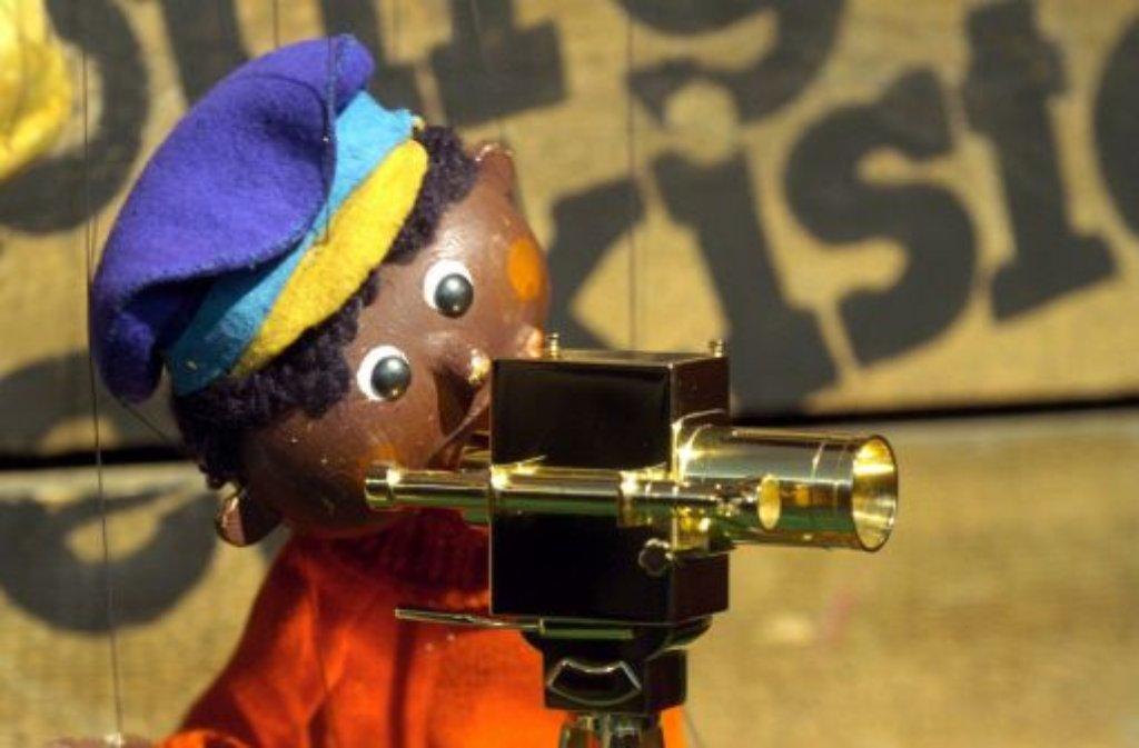 Jim Knopf, wie ihn Millionen Kinder aus der Augsburger Puppenkiste kennen. In der Jubiläumsausgabe zum 55. Geburtstag wird der Neger im Text nicht gestrichen. Foto: dpa