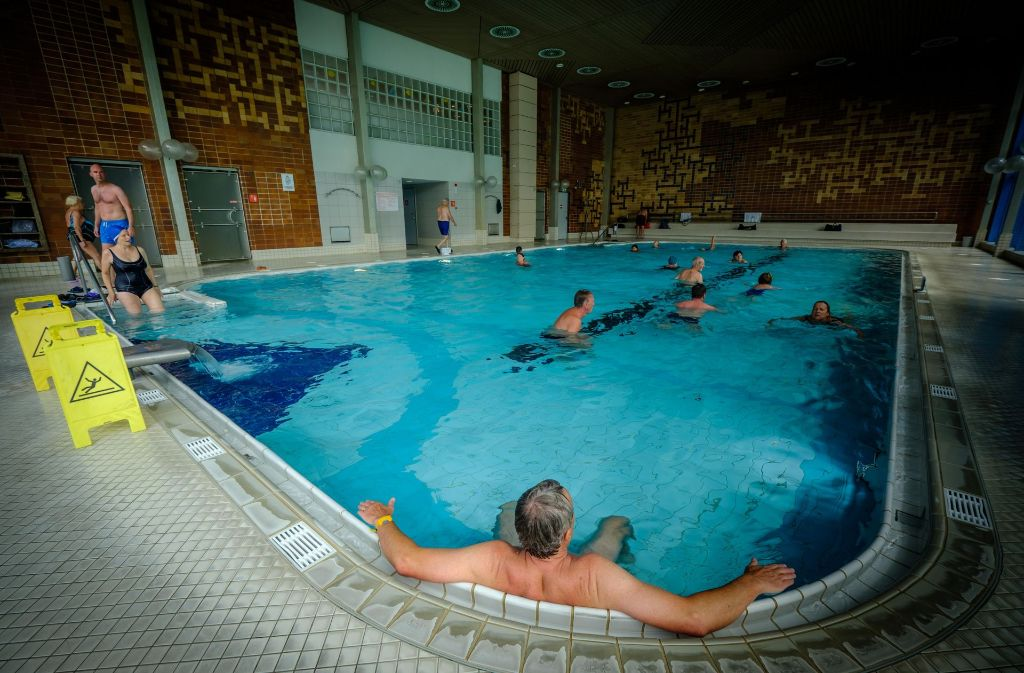 Im Mineralbad Leuze wollen einige Nur-Schwimmer einen geringeren Eintrittspreis durchsetzen. Foto: Lichtgut/Achim Zweygarth