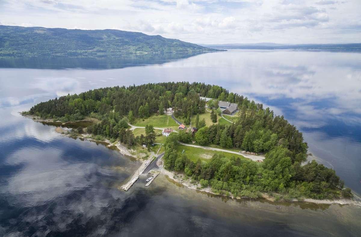 Blick über die Insel Utoya. Zehn Jahre ist es her, dass der norwegische Terrorist Anders Behring Breivik in Oslo und auf der Insel Utöya insgesamt 77 Menschen tötete. Foto: dpa/Meek, Tore