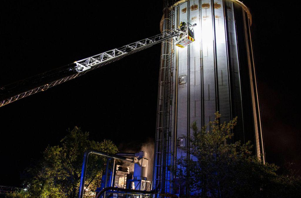 In dem Spänesilo ist aus noch unbekannter Ursache ein Feuer ausgebrochen. Foto: 7aktuell.de/ JB/7aktuell.de   JB