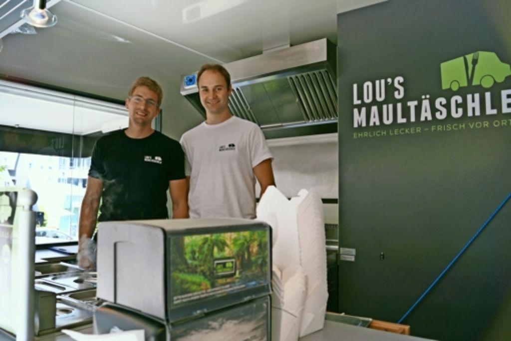 Daniel Krcmar und Markus Zimmermann sind Maultaschenfans – und haben dies nun zum Beruf gemacht. Foto: Fritzsche