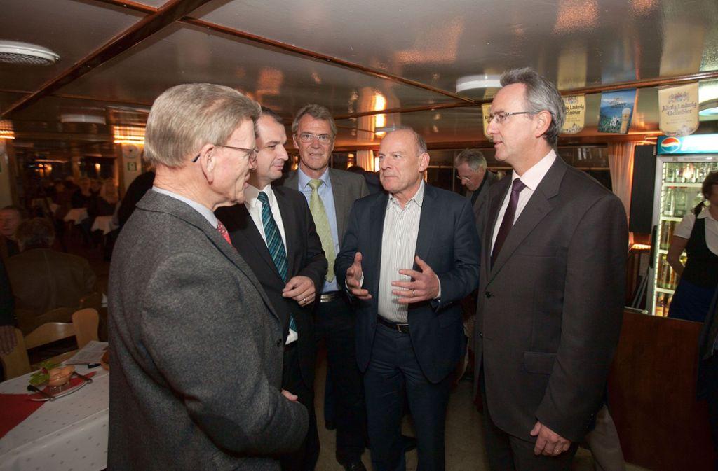 Minister Winfried Hermann im Kreis der Freien Wähler auf einer Regionalkonferenz: Andreas Hesky (rechts), Alfred Bachofer, Frank Buß und Bernhard Maier (von links) der Region Foto: Archiv/Bulgrin