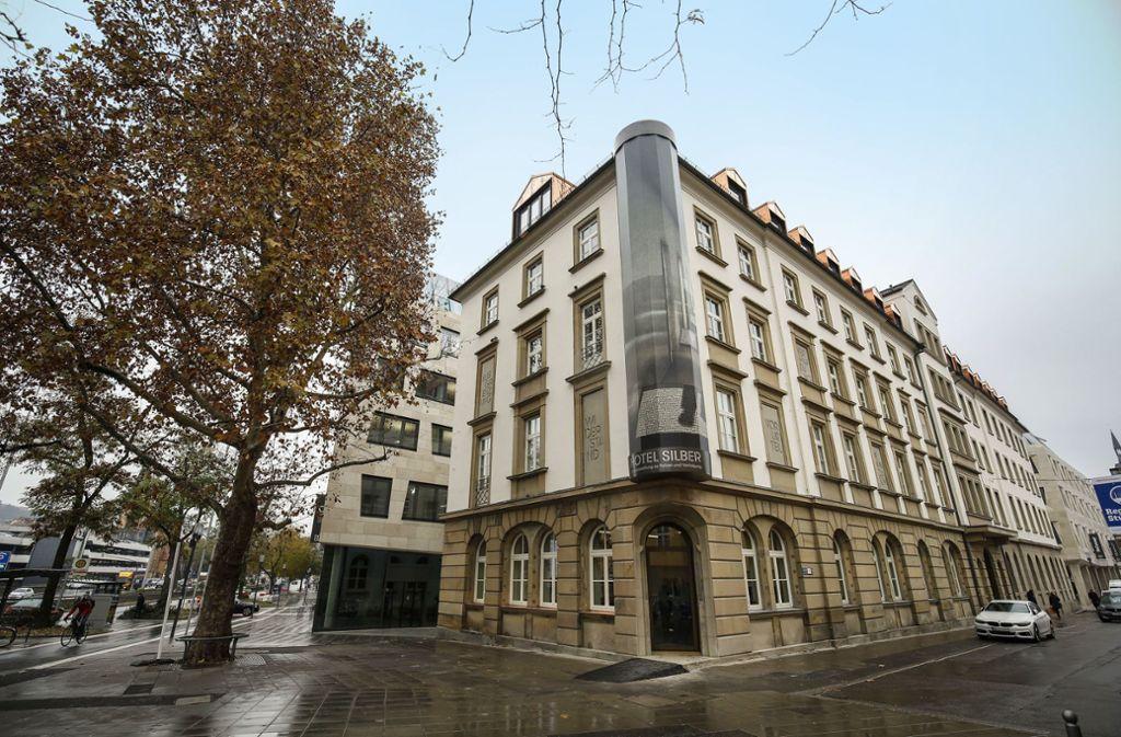 Gedenkort an zentraler Stelle der Innenstadt: das Hotel Silber Foto: Lichtgut/Leif Piechowski
